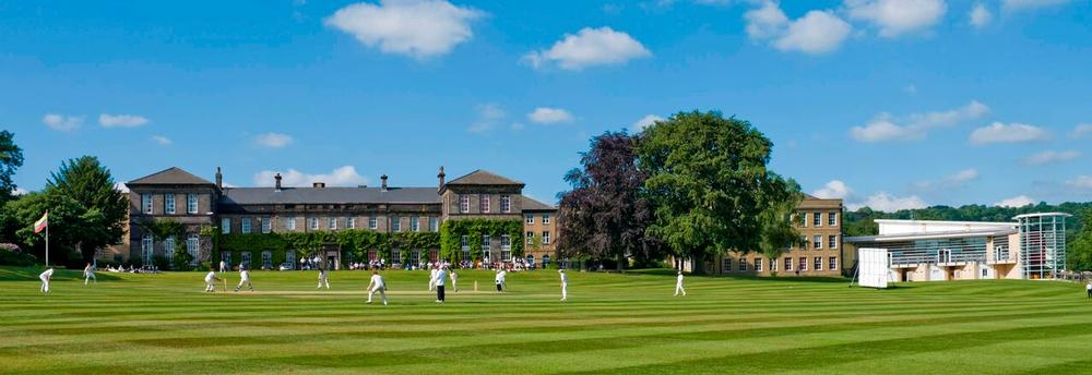 Woodhouse Grove School Woodhouse Grove School is an independent co-educational day and boarding school. Situated in Apperley Bridge in West Yorkshire.