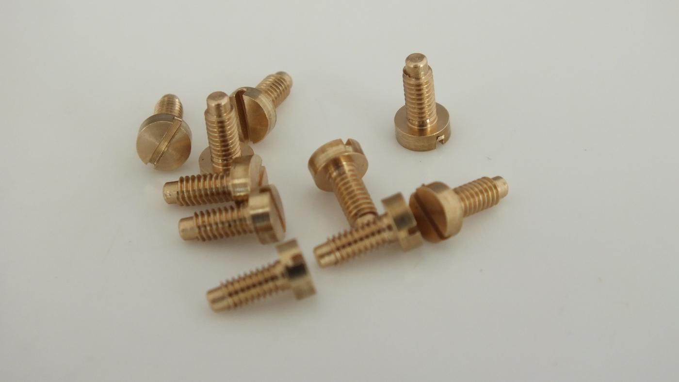 S1011 * HORNBY TRIANG SCREWS X 10 MULTI USE EARLY LOCOS   U9D