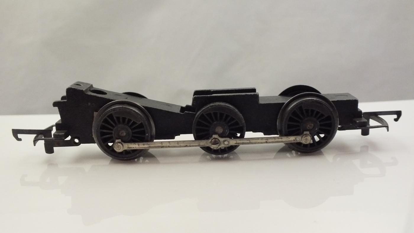 X548 # HORNBY TRIANG ROLLING CHASSIS 0-6-0 JINTY WITH PLASTIC DRIVE GEAR       M2B