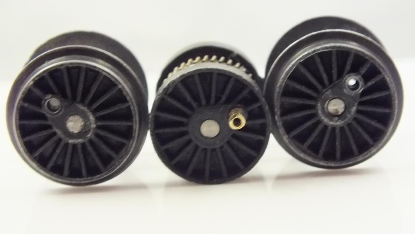 X83/82/S4006/7 # HORNBY TRIANG  FULL AXLE SET WHEELS   2-6-2T