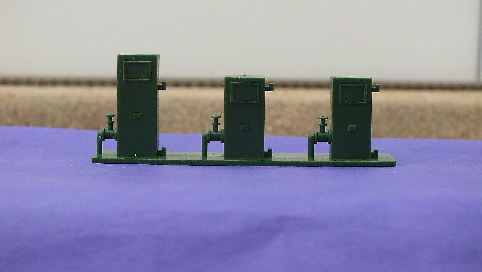 L5345GN  # HORNBY TRIANG DEPOT FUEL PUMPS GREEN                    S3C