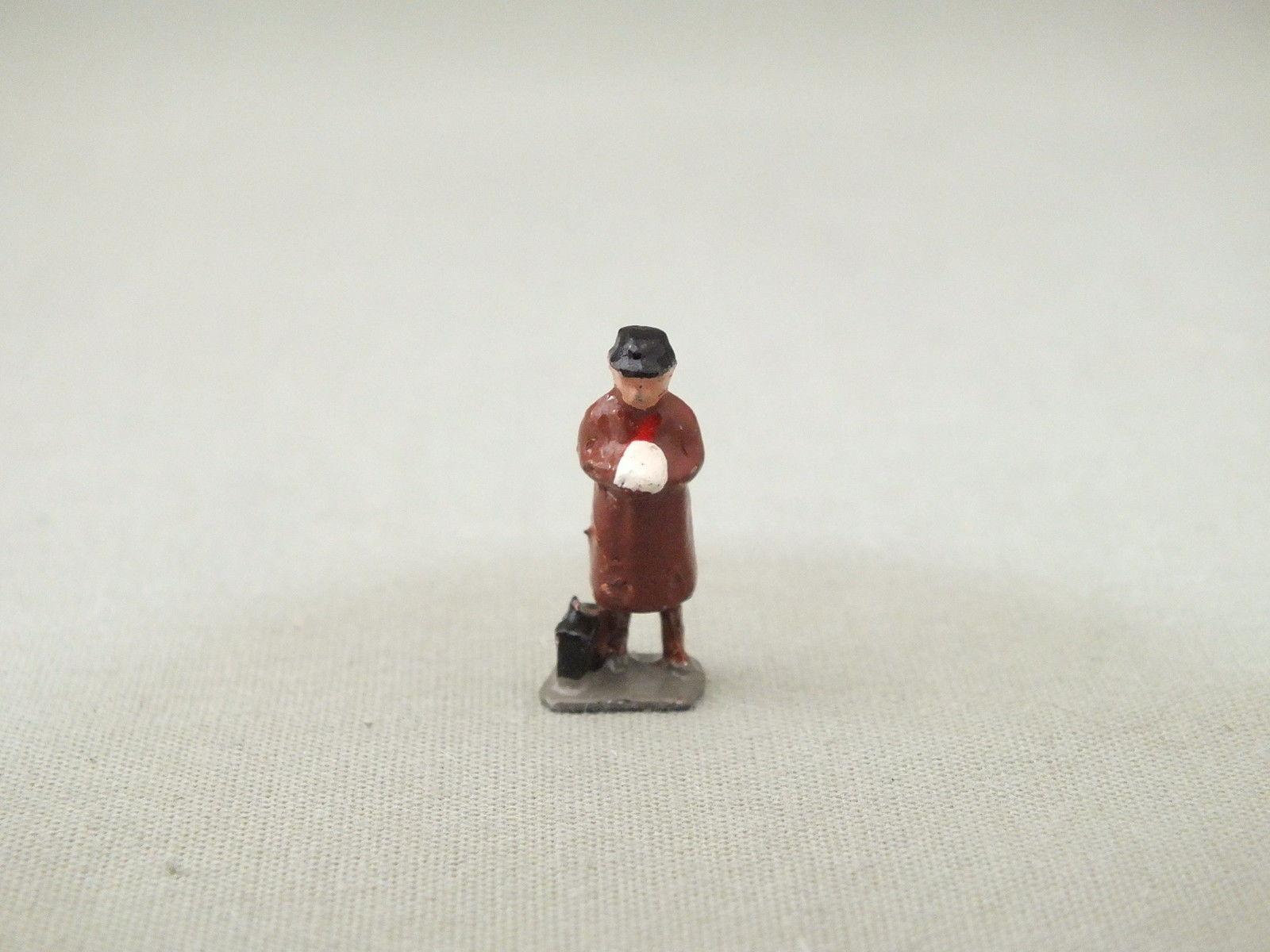 MS171 HORNBY TRIANG DIECAST VICTORIAN MAN WITH CASE    E10D