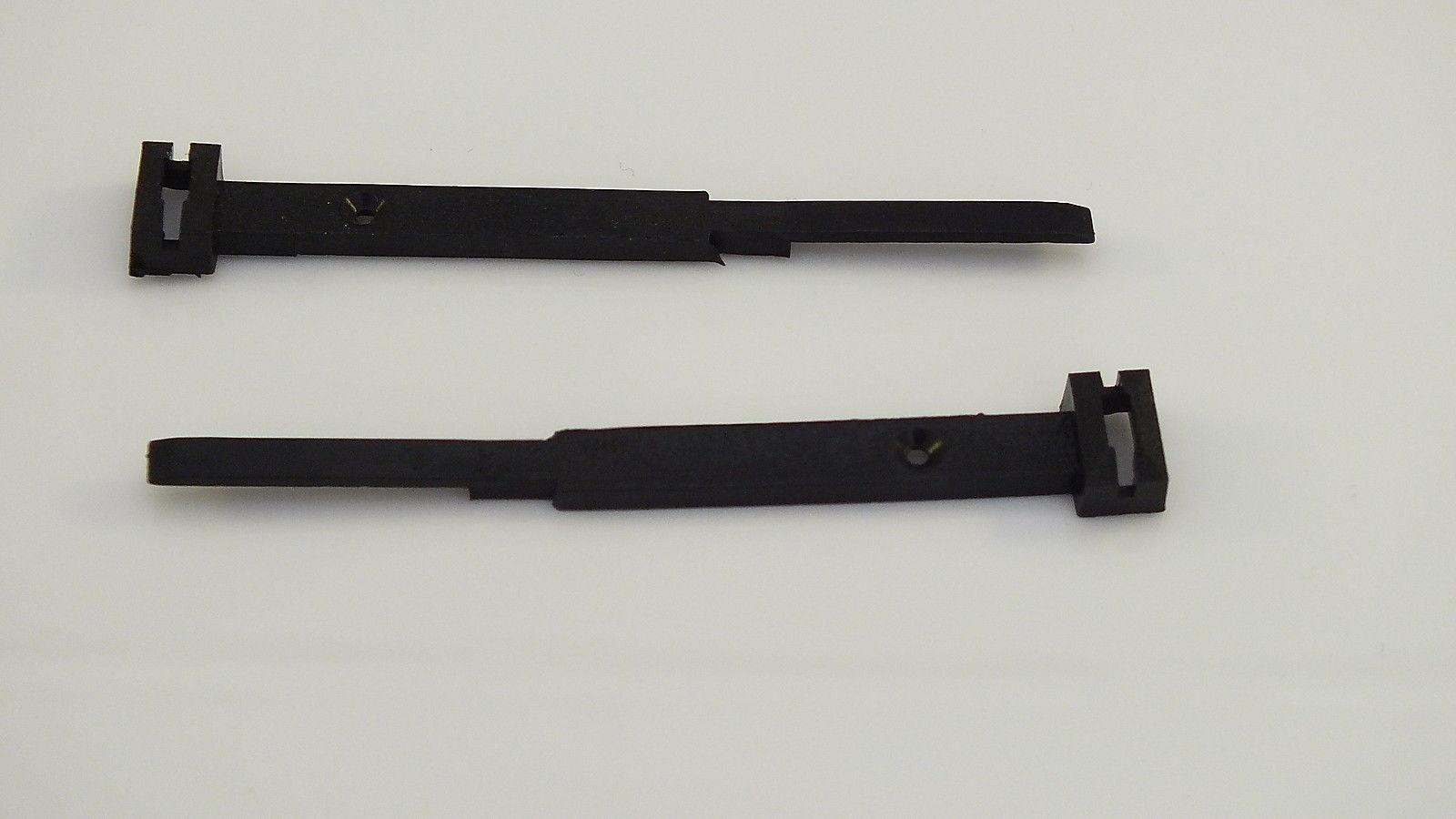 S8178  # HORNBY TRIANG PACK 2 FENCE/TRACK CLIPS          X16C