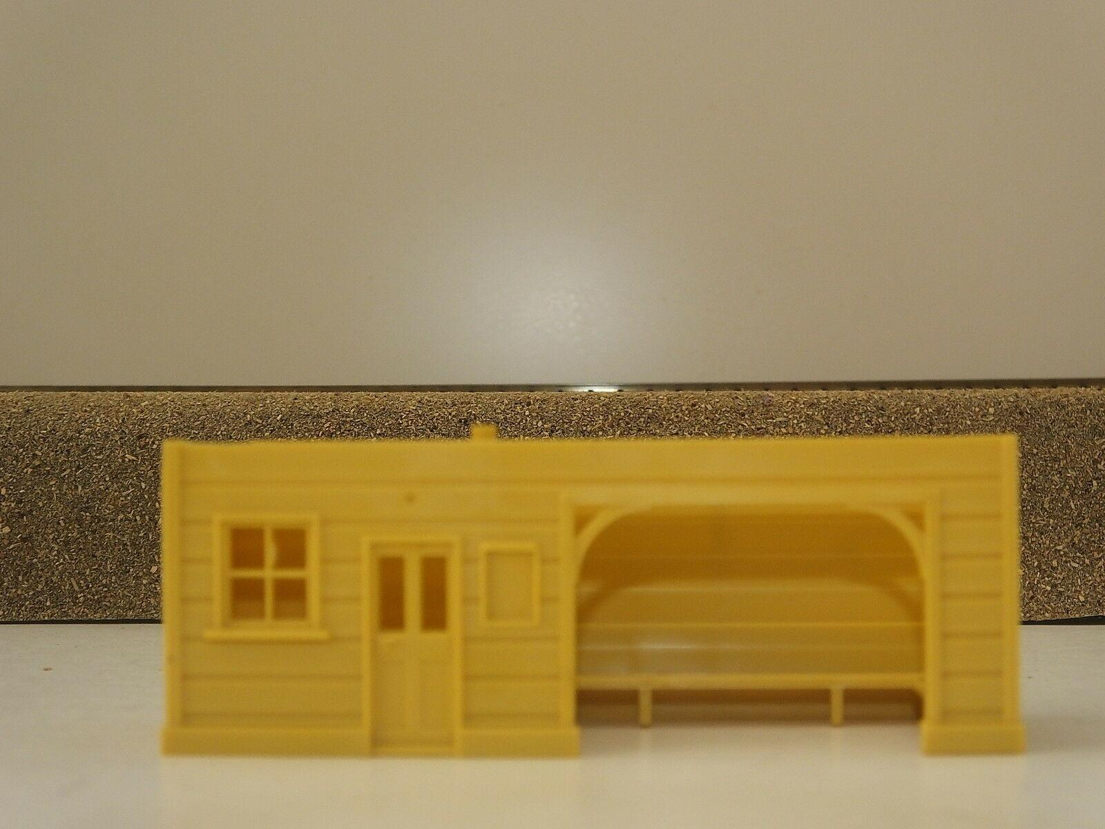 S9789CR # HORNBY TRIANG PLAFORM SHELTER BODY CREAM         S6B