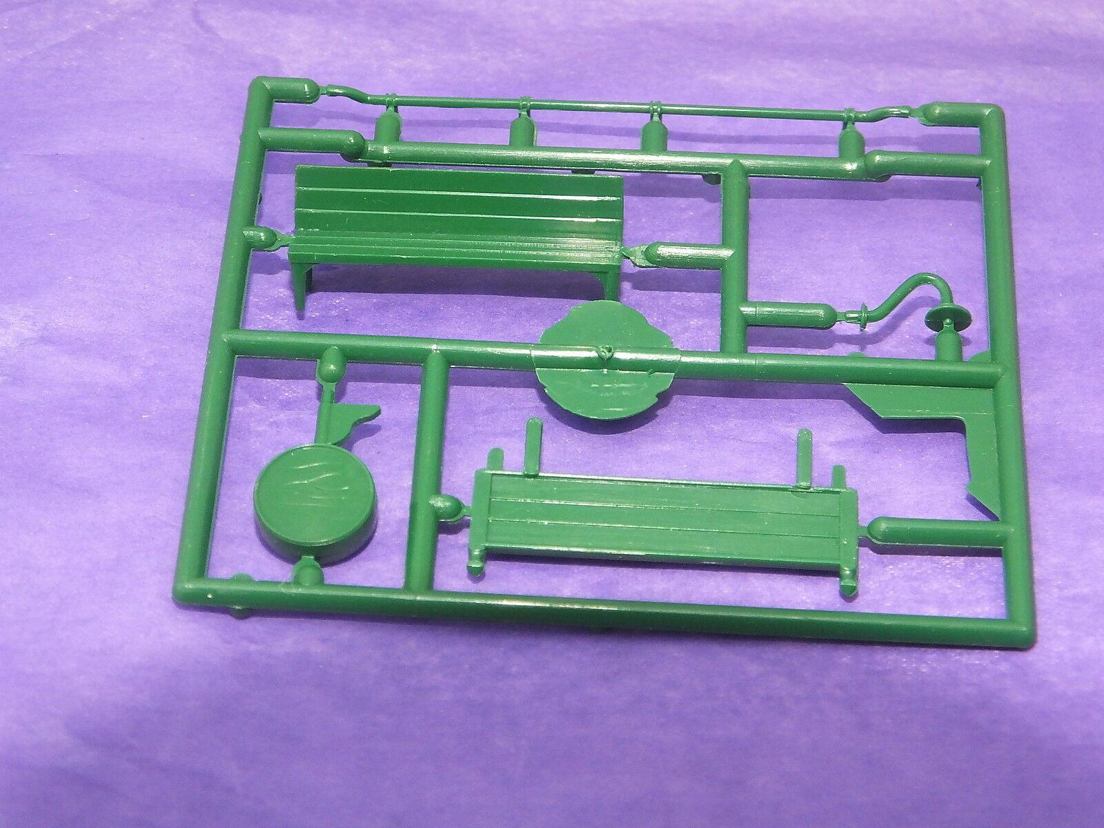 S9862 # HORNBY TRIANG STATION FITTINGS FRET SEAT/CLOCK/LIGHT/N/BOARD GREEN  P21A