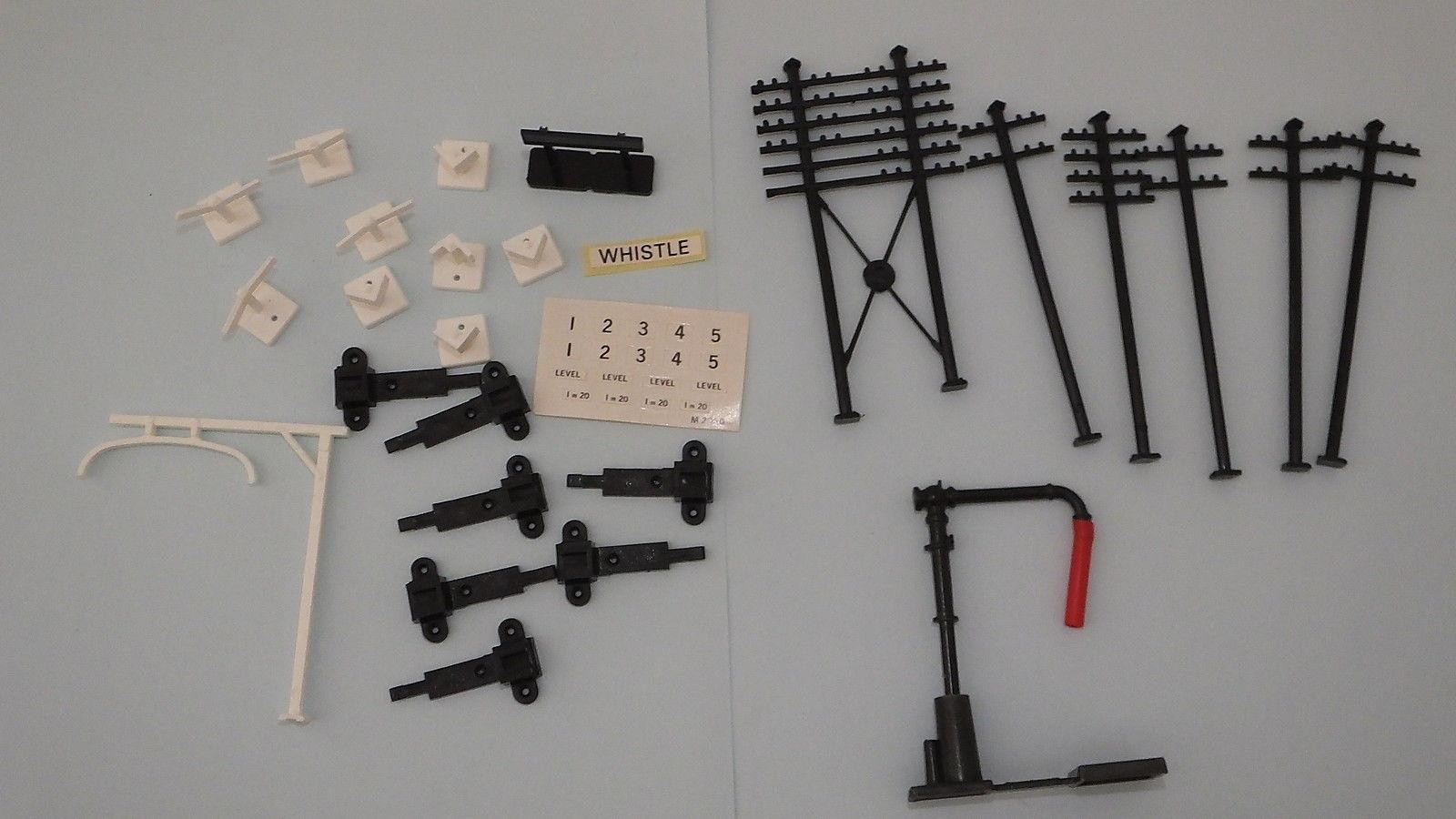 X2907  # HORNBY TRIANG PACK OF TELEGRAPH POST WATER CRANE AND SIGNS        R3A