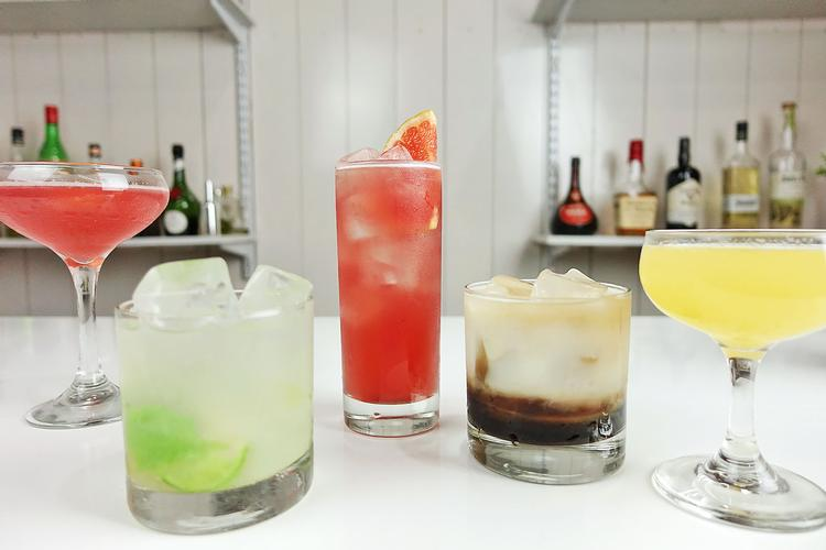 Party Cocktails To Drink With Peters Organic Vodka Hosting a cocktail party and out to impress?  Here's some vodka cocktails you can make in minutes!