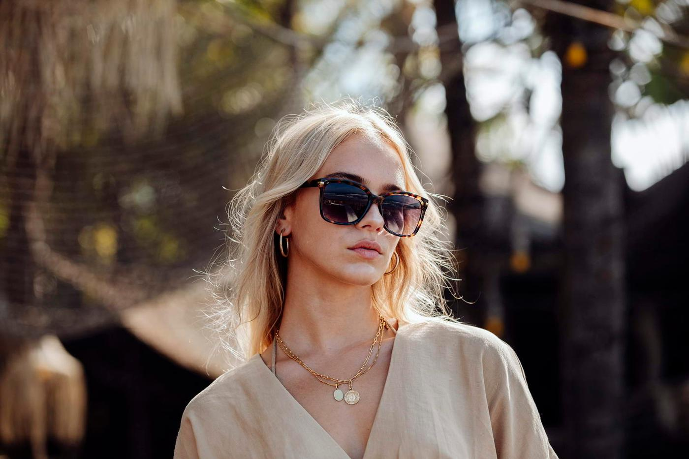 Womens tortoiseshell framed smoked lens sunglasses