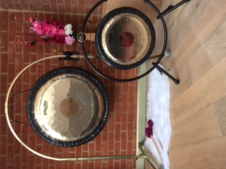 Join me for a Gong Bath at Holland House, Cropthorne A Gong Bath is a form of Sound Therapy, which has a therapeutic effect on the systems of the physical and energetic bodies.