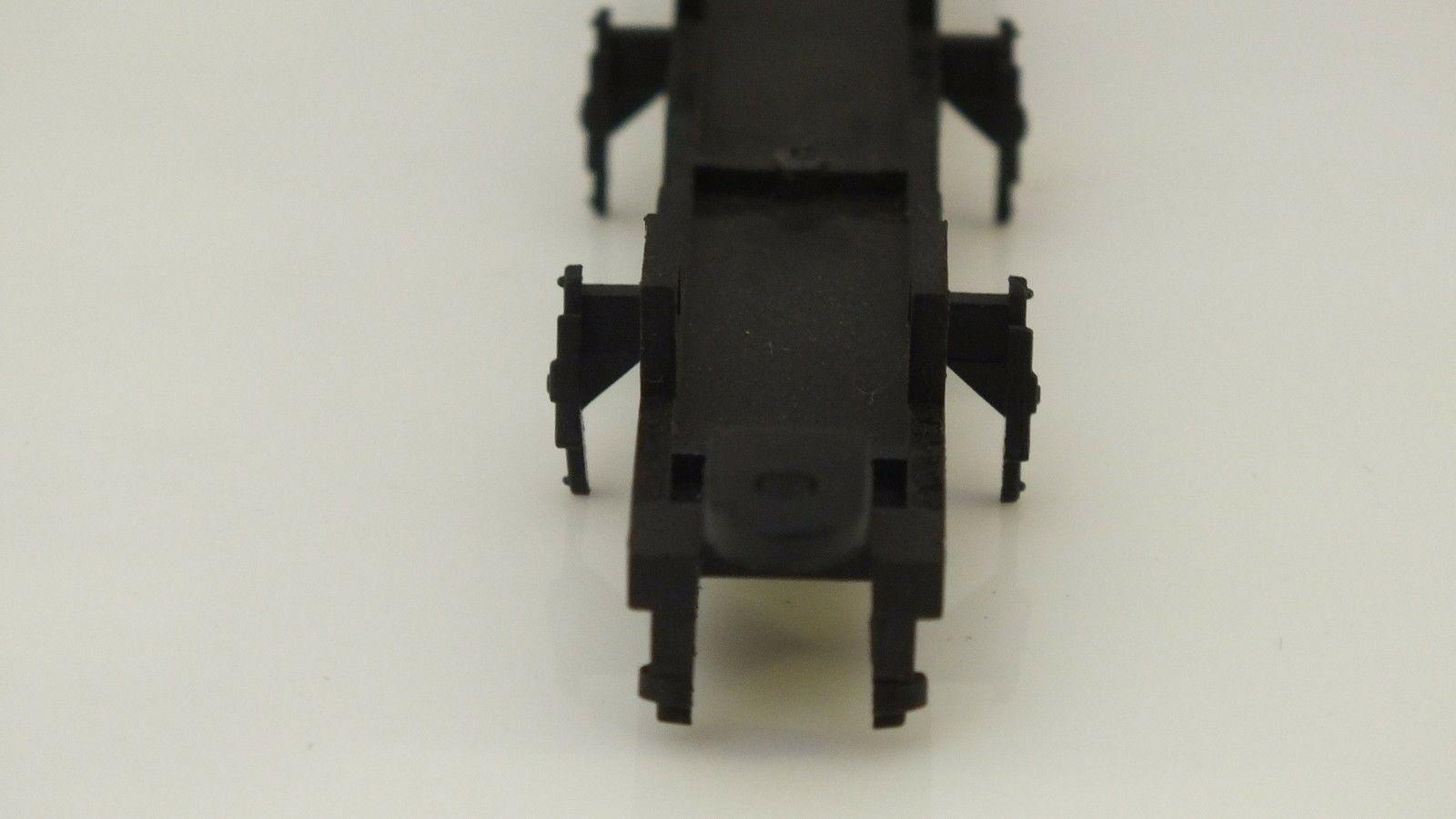 L5301/1  # HORNBY TRIANG CHASSIS BOTTOM  B17     R12A