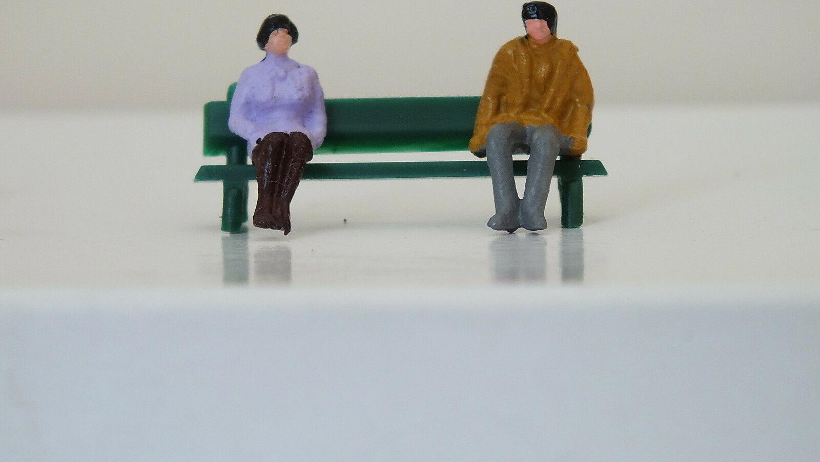 MS164  #  HORNBY TRIANG FIGURES ON A BENCH   F1A